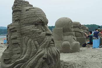 巨大な砂像が立ち並ぶサンドアートフェスティバル!